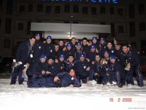 The members of Team Greece celebrate their Division IIIqualification.